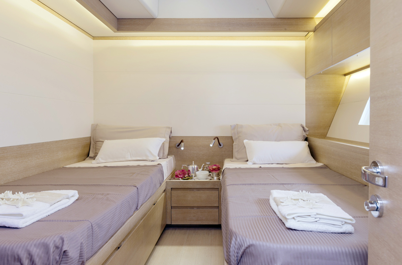 Advanced-Yachts-A80-cabin-2