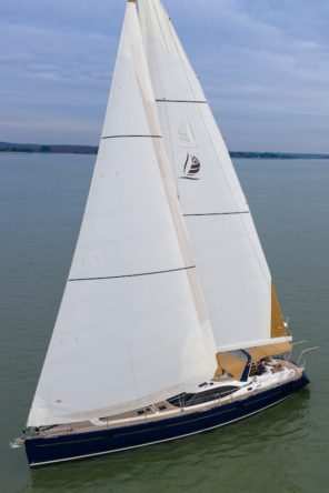 Sailing Discovery 54