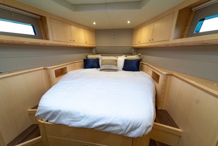 VIP Cabin Discovery 54