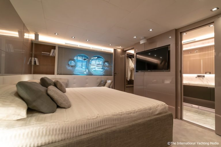 MCY 70 master cabin