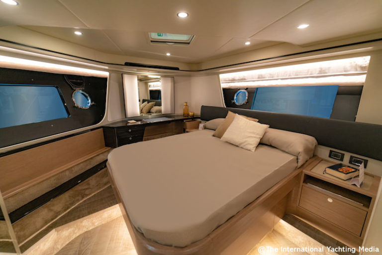 Absolute 62 Fly vip cabin
