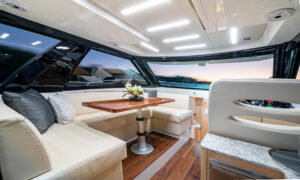 Ocean Alexander Divergence 45 Coupe, lounge