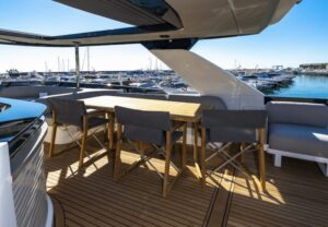 Absolute-Navetta-64-comedor-fly
