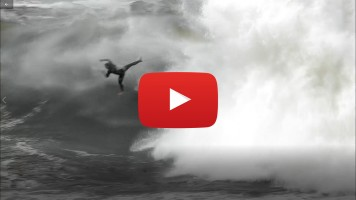 Los ángeles en moto en los big wave surfer Red Bull
